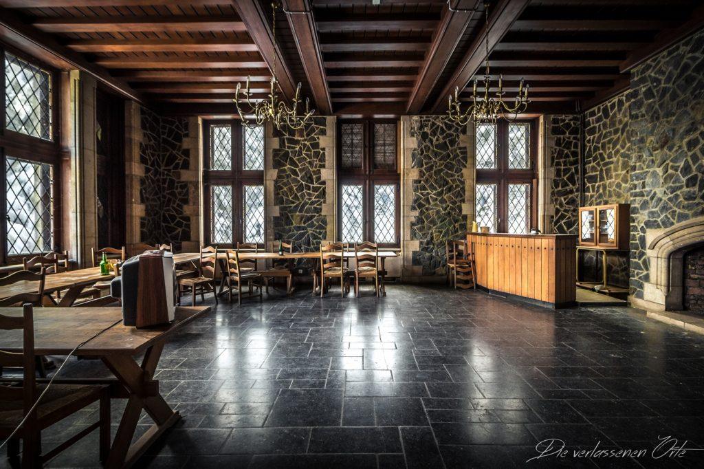 chateau wolfenstein die verlassenen orte. Black Bedroom Furniture Sets. Home Design Ideas